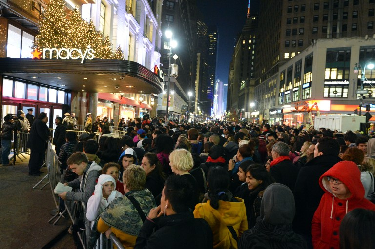 Early+shoppers+swarm+department+stores.+